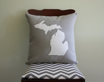 Map Pillow / Personalized Map Pillow / Throw Pillow Map / State Pillows / Custom State Pillow / State Outline / State Map Wedding Gift