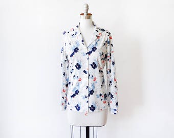 70s floral blouse, vintage 1970s floral button up shirt, white flower print collared top, small medium sm