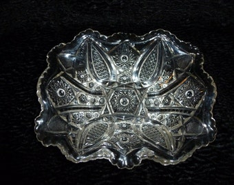 """Large Antique EAPG Victorian glass serving dish""""paneled daisey""""pattern finecut Indiana Glass, 1905"""