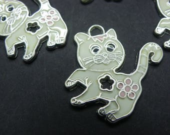 stainless steel metal 3 cats made with white and pink enamel charm