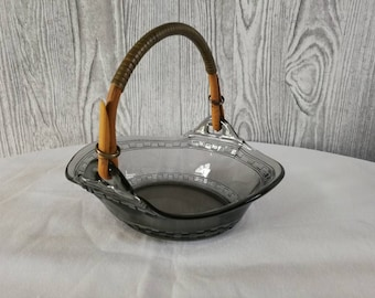 Glass dish with handle