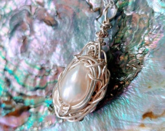 Egg nest necklace - Bird nest jewelry - Pearl egg nest - Mother's Day Gift - Mommy jewelry - Nest pendant - Single pearl bird nest