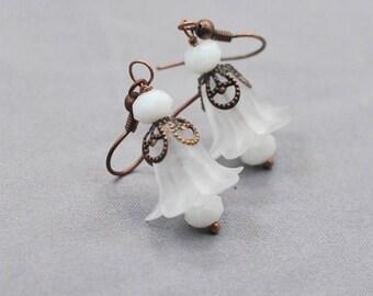 Wedding Earrings, White Floral Earrings with Brass, Winter Wedding Earrings, Bridal Earrings, Bridesmaid Earrings, Gift for Her,