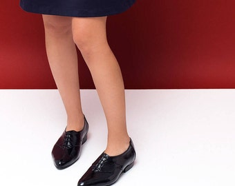 Glossy shoes, black oxford shoes, women flat shoes, women shoes, womens black oxfords. Black leather shoes. Cherry model