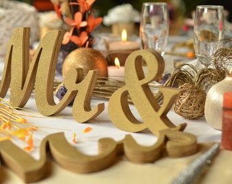 Gold glitter mr. & mrs. wedding signs for sweetheart table,engagement ,phototography ,prop photo prop ,sweetheart table ,MR MRS,Table sign