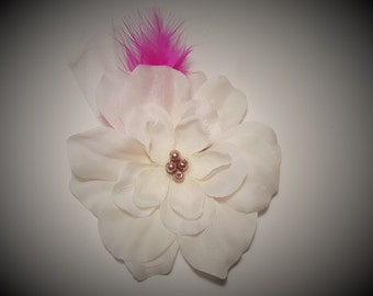 Big White flower with pink pearls