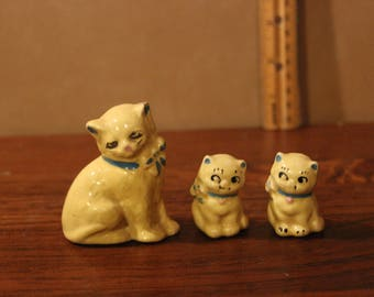 Vintage souvenir mama cat and kittens figurines