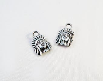 BMN62 - 2 charms Portraits Indian antique silver Crown Charms