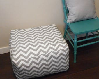 Set of Square Poufs in Grey Chevron, 2 poufs