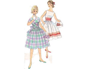 Rare and very pretty -One Piece Dress with bateau neckline and full gathered skit - 1950's Complete Original Simplicity pattern #3364