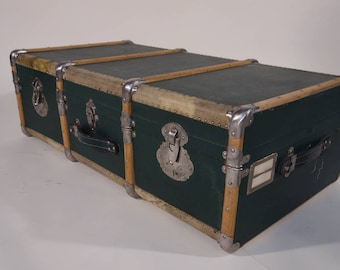 R1831 green cabin trunk
