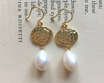 Lustre Freshwater Pearls Gold Hammered Drop 14k Gold Filled Earrings