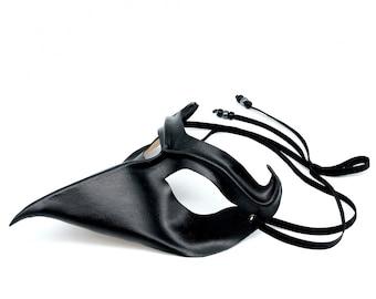Black Leather Raven Mask, Crow Eyemask with Hooked Beak, Black Bird Halfmask With Short Turned-in Horns