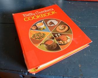 Betty Crocker Cookbook Mid 1970 5 Ring Binder Golden Press