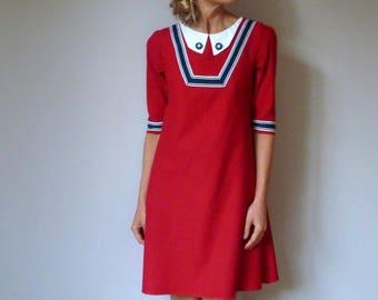 Dark red retro dress cuts trapèze