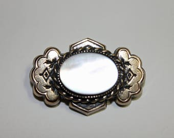 Retro Mother of Pearl and Gold Tone Metal Brooch