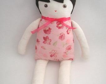 Lili, poupée en tissu et feutrine, modèle unique