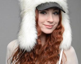 """Hat """"Hunter"""", white faux fur."""