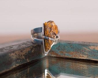 Orange kyanite ring, gold kyanite ring, gold stone ring, orange stone ring, unusual ring, UK size N ring, US size 6 3/4, No 14 size ring