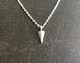 Silver Spike Necklace, Sterling Silver Spike, Dainty Silver Necklace, Silver Arrow Necklace, Minimalist Jewelry, Delicate Layering  1388