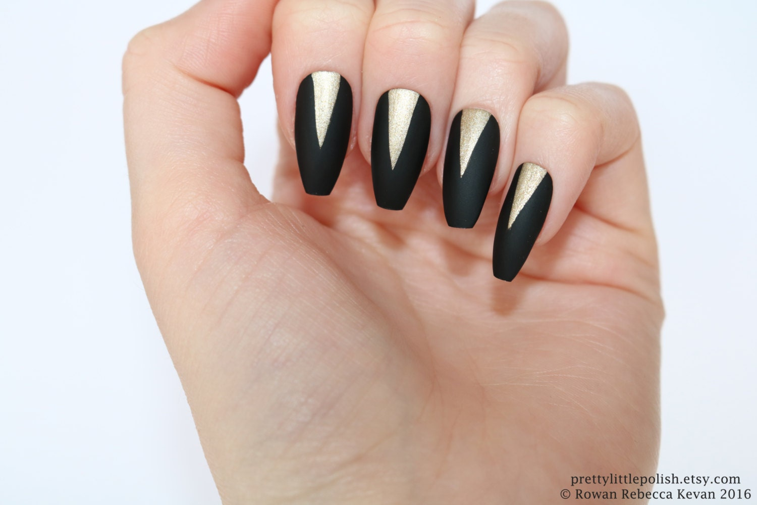 Matte black gold coffin nails Fake nail Stiletto nail Kylie