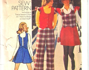 Simplicity 5852 Retro Woman Lined Zip Front Vest, Flared Mini Skirt, Straight Cuffed Pant Sewing Pattern Size 8 or 10 Vintage 1970s UNCUT