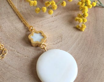 Pearl Pendant Necklace,Mother of Pearl Necklace,Floral Necklace,White Necklace,Gold Necklace,Beadwork Necklace,Pearl Jewelry,Boho Necklace