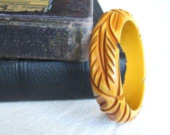 Carved Bakelite Bracelet / Yellow Bakelite Bangle