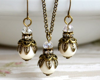 Woodland wedding Ivory Bridesmaid jewelry set Bridesmaid gift set Ivory necklace and earrings set Swarovski pearl jewely Vintage jewelry set