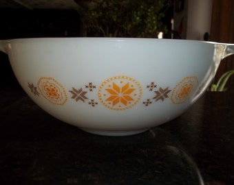 Town and Country, Pyrex#444, Vintage, Cinderella  Mixing Bowl 4 Quart