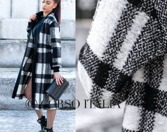 Coat of 100% high quality Italian wool in black and pink