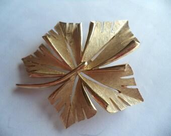 Vintage Signed Trifari Brushed Goldtone Leaf Brooch/Pin
