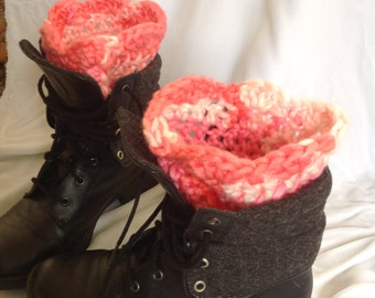 SALE - Bubblegum Chunky Scalloped Edge Boot Cuffs, Boot Toppers, Legwarmers, Boot Socks, Crochet Boot Cuffs, Crochet Boot Toppers