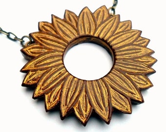 Metallic Gold Daisy Necklace, Gold Flower Necklace, Daisy Jewelry, Daisy Statement Necklace, Gift for Her, Wife Gift, Anniversary Gift