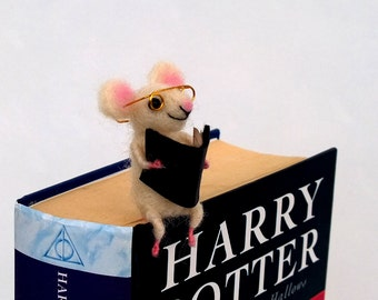 Mouse bookmark glasses book lover Reading white tiny mouse Animal gift Whimsical Waldorf soft figurine Back to school Miniature animal