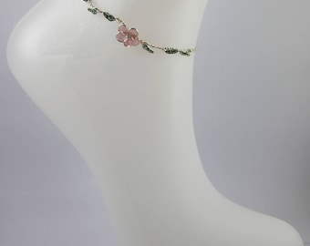 Flower print element ankle bracelet.