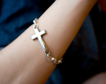 Unisex Silver Cross Chunky Chain Bracelet with a self closing Swivel Clasp