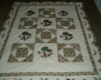 Beautiful Handmade Quilt with Scalloped Edges and Floral Appliques