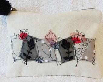 Elegant unique embroidered zipper pouch with pompom/Elégante pochette zipée et brodée avec pompon