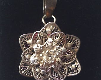Vintage silver filigree flower pendant, floral pendant, vintage jewellery, silver jewellery, filigree jewellery, wirework