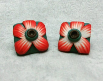 Flower stud earrings on a rounded square tile