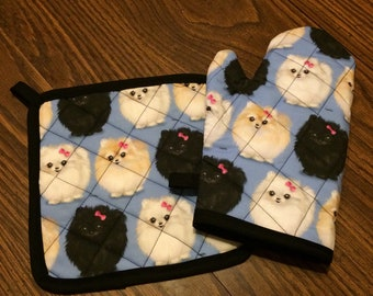 Blue pomeranian insulated/quilted pot holder and oven mitt set