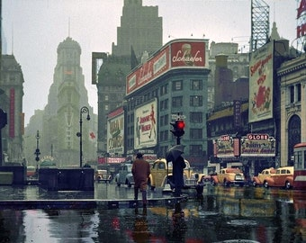 Great Photo of Times Square on a rainy day in 1943