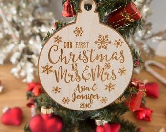 Lesbische Wedding Gift - lesbische Ornament - lesbische kerst Ornament - Hare en hare - aangepaste datum Ornament - eerste kerst - mevrouw mevrouw