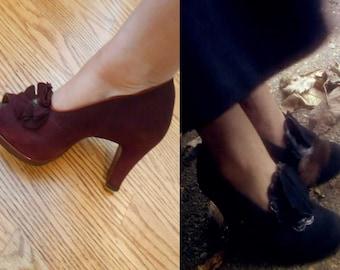 Mrs McGinty's Dead - Vintage 1930s Burgundy Nubuck Suede Rosette Shoe Pump Heels - 9