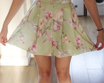 Cute kawaii kitsch vintage skirt pearls floral green girly medium flowers mini preppy