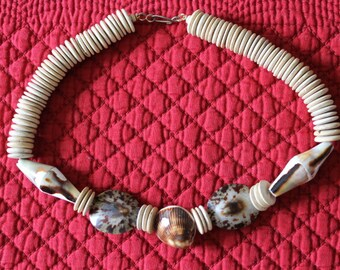 Vintage Shell and Wooden Disks Necklace
