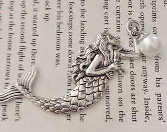 silver mermaid necklace/ Pearl charm necklace/ mermaid pendant necklace