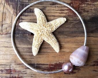 Pink Edison Pearl Silver Bangle, Hawaii Beach Jewelry, Mermaid Bride Bracelet, Cone Shell Ocean Lover Gift, Beachy Boho, Summer Graduation