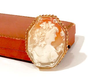 Antique Shell cameo Brooch 14k Gold, Greek Goddess Bacchante, Goddess Of Wine, Grape Leaves, Octagon Shape, Framed, Brooch Pendant, 1800s